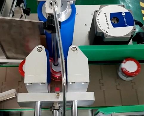 Máy dán nhãn ghi nhãn định hướng liêm phong nắp chai lọ